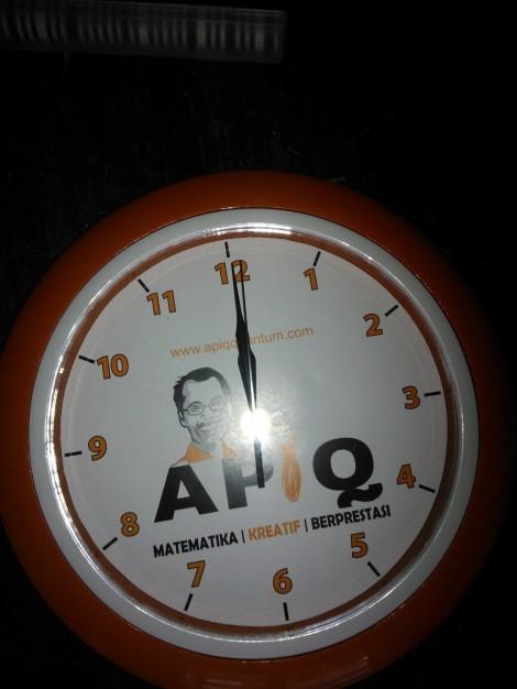 Jam Dinding Matematika APIQ